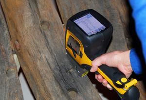 Delta Handheld XRF testing shipwreck wood