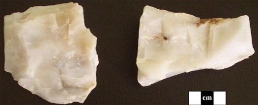 Figure 2 : Coarser-grained Mistassini quartzite and finer-grained Mistas¬sini quartzite.
